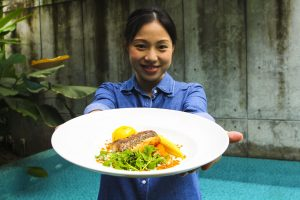 Eat with a local family in Bangkok